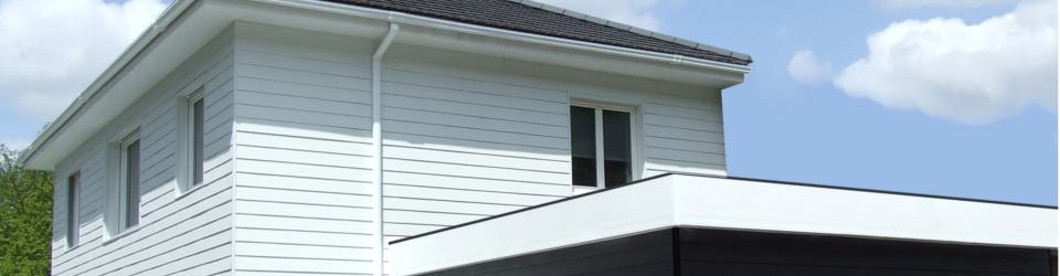 Maison en bois moderne blanche en bois