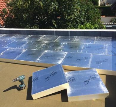 Bâtiment bien isolé :  isolation toiture plate